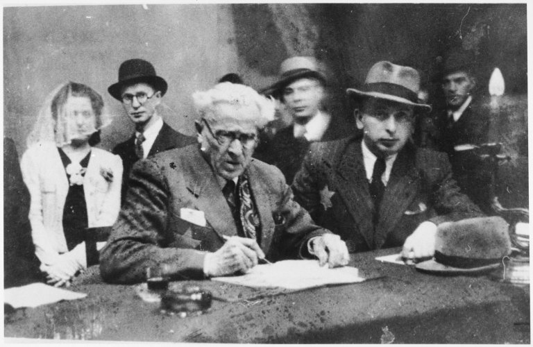 Rumkowski: l'histoire grandiose et terrifiante du juif qui négocia avec les nazis