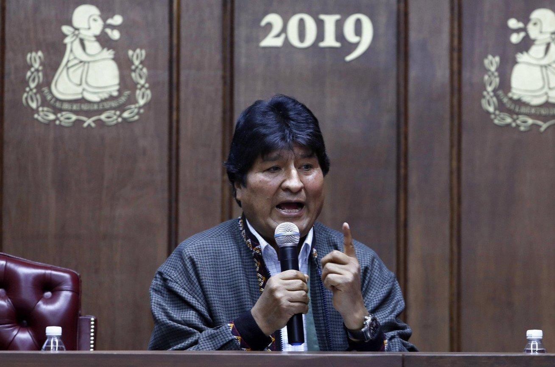 Depuis l'Argentine, Evo Morales proclame qu'il est encore président
