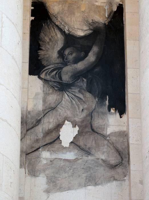 """Un ange d'Ernest Pigon-Ernest, présenté dans le cadre de l'exposition """"Ingres et les modernes"""", vandalisé à Montauban, juillet 2009. D.R."""