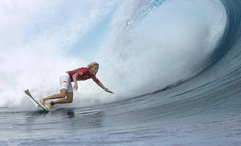 Paris 2024: faut-il laisser les surfeuses affronter la vague de Teahupoo?