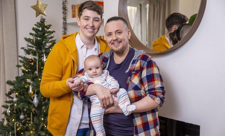 Deux transgenres, une donneuse de sperme et un couffin