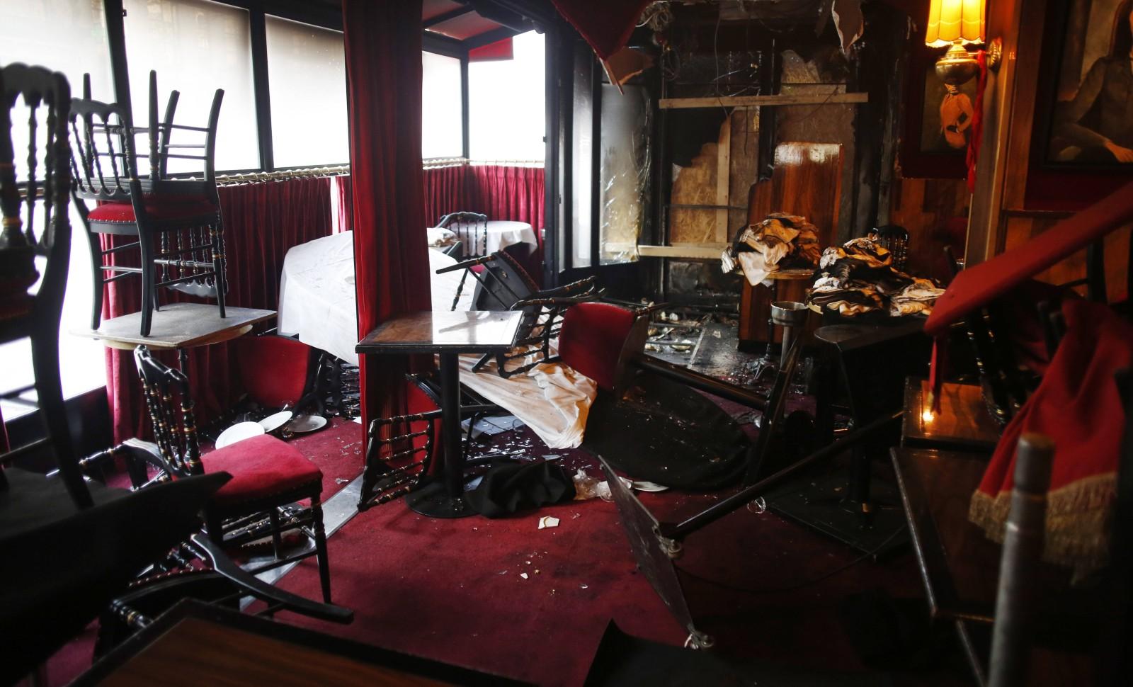 Le restaurant La Rotonde à Paris, où Emmanuel Macron avait dîné entre les deux tours de la présidentielle, incendié le 18 janvier 2020 © Thibault Camus/AP/SIPA Numéro de reportage: AP22419450_000003