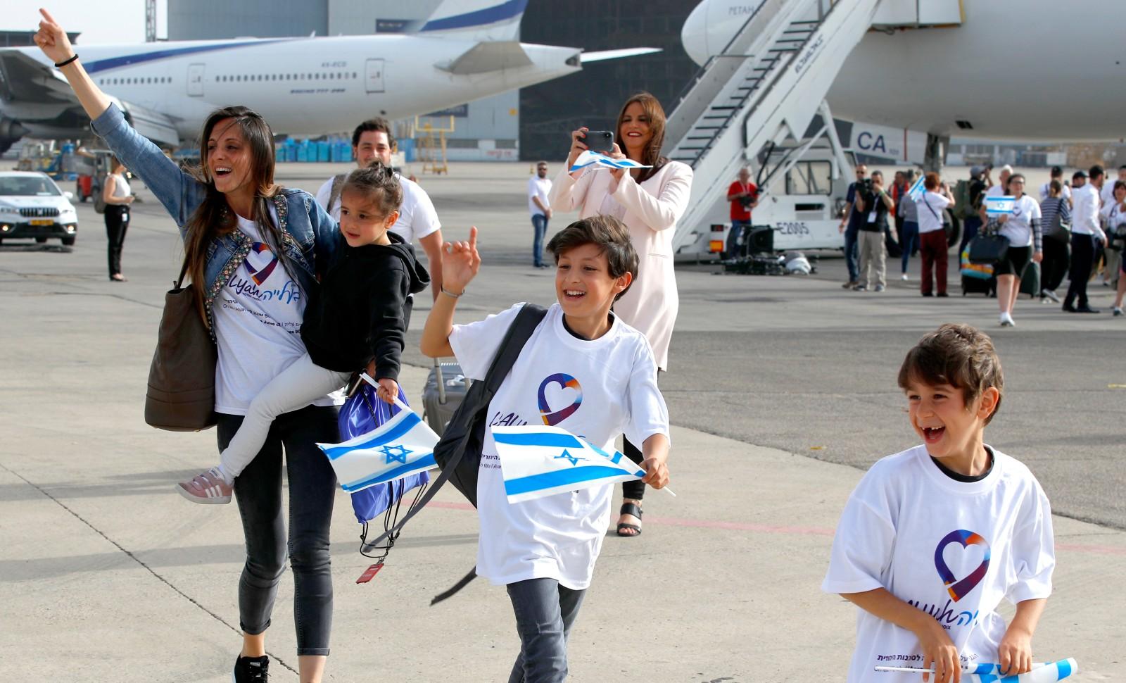 Des juifs de France faisant leur aliyah (Immigration vers Israël), arrivent à l'aéroport Ben Gurion de Tel Aviv, en 2019 © JACK GUEZ / AFP
