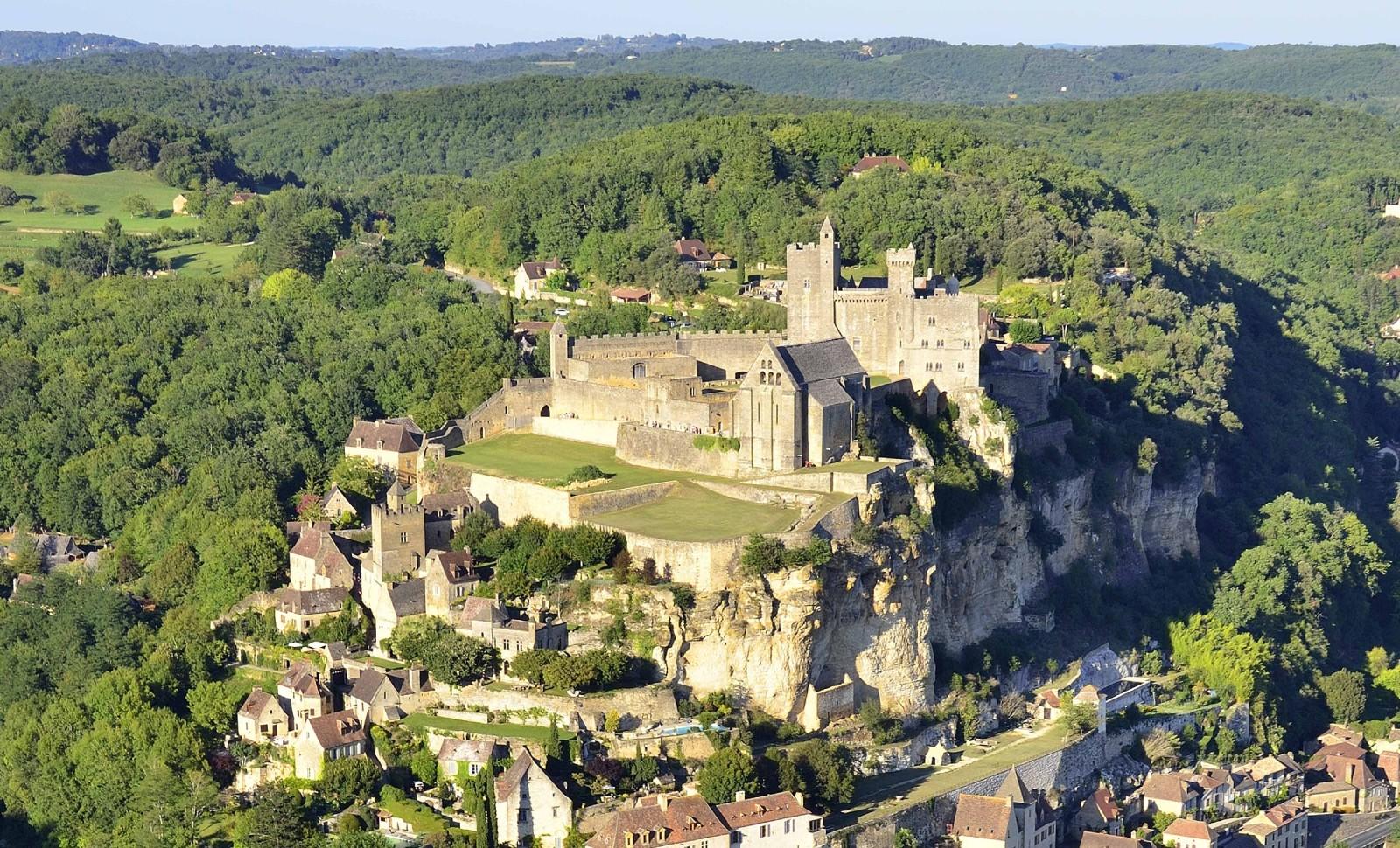La vallée de Beynac, en Dordogne: le projet de contournement routier de la commune de Beynac, qui risquait de défigurer la vallée, a été annulé par la justice en décembre 2019. © AFP