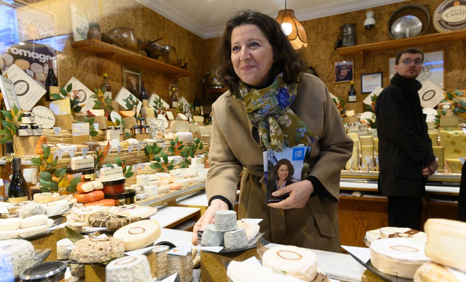 Agnès Buzyn en campagne pour les municpales à Paris, le 8 mars 2020 © Jacques Witt/SIPA Numéro de reportage: 00948837_000051