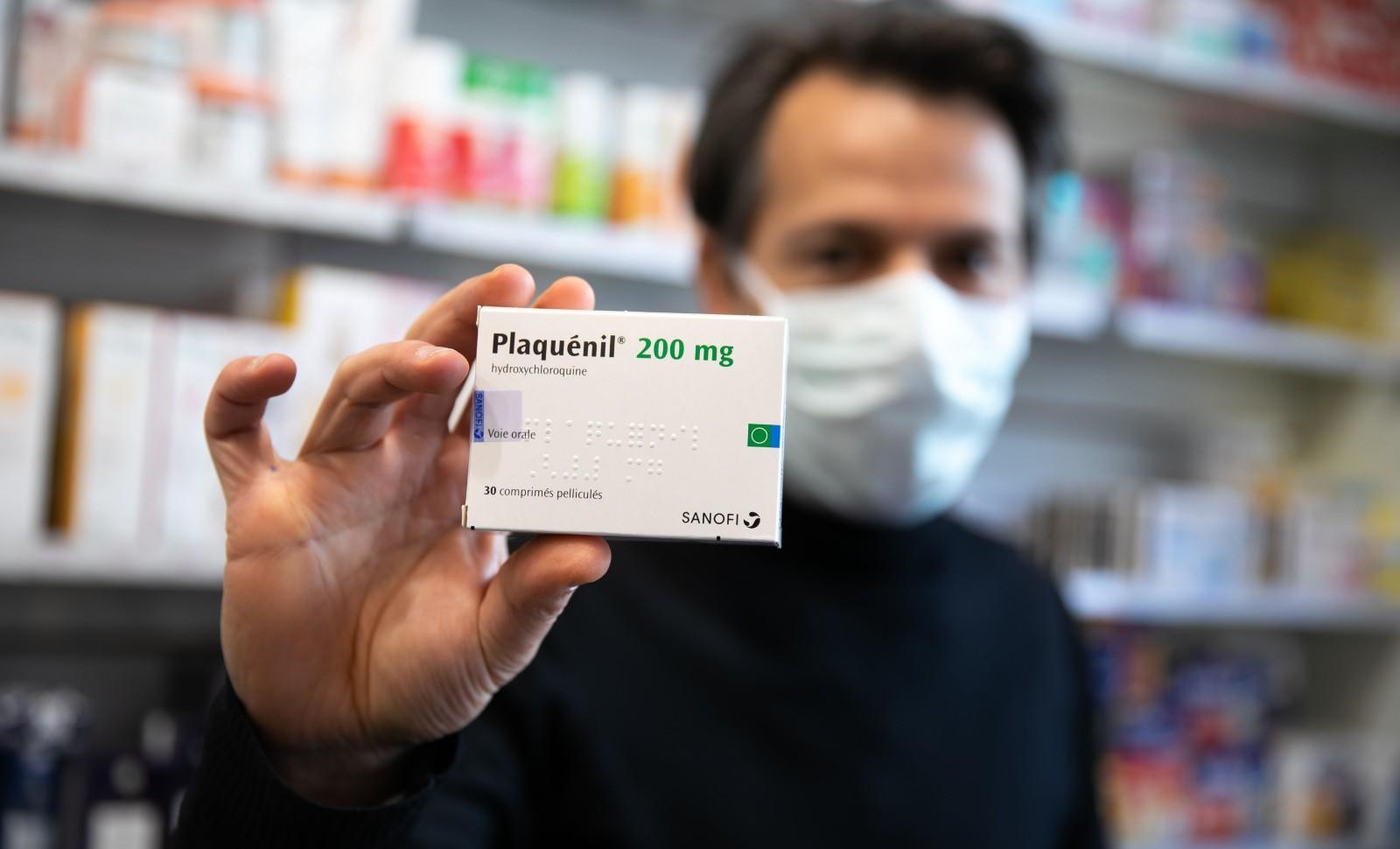 La chloroquine, ou hydroxychloroquine, contenue dans les medicaments comme la Nivaquine ou Plaquenil (notre photo) divise les medecins et les politiques apres des tests prometteurs dans le traitement du coronavirus. © ROMUALD MEIGNEUX/SIPA Numéro de reportage: 00951798_000001