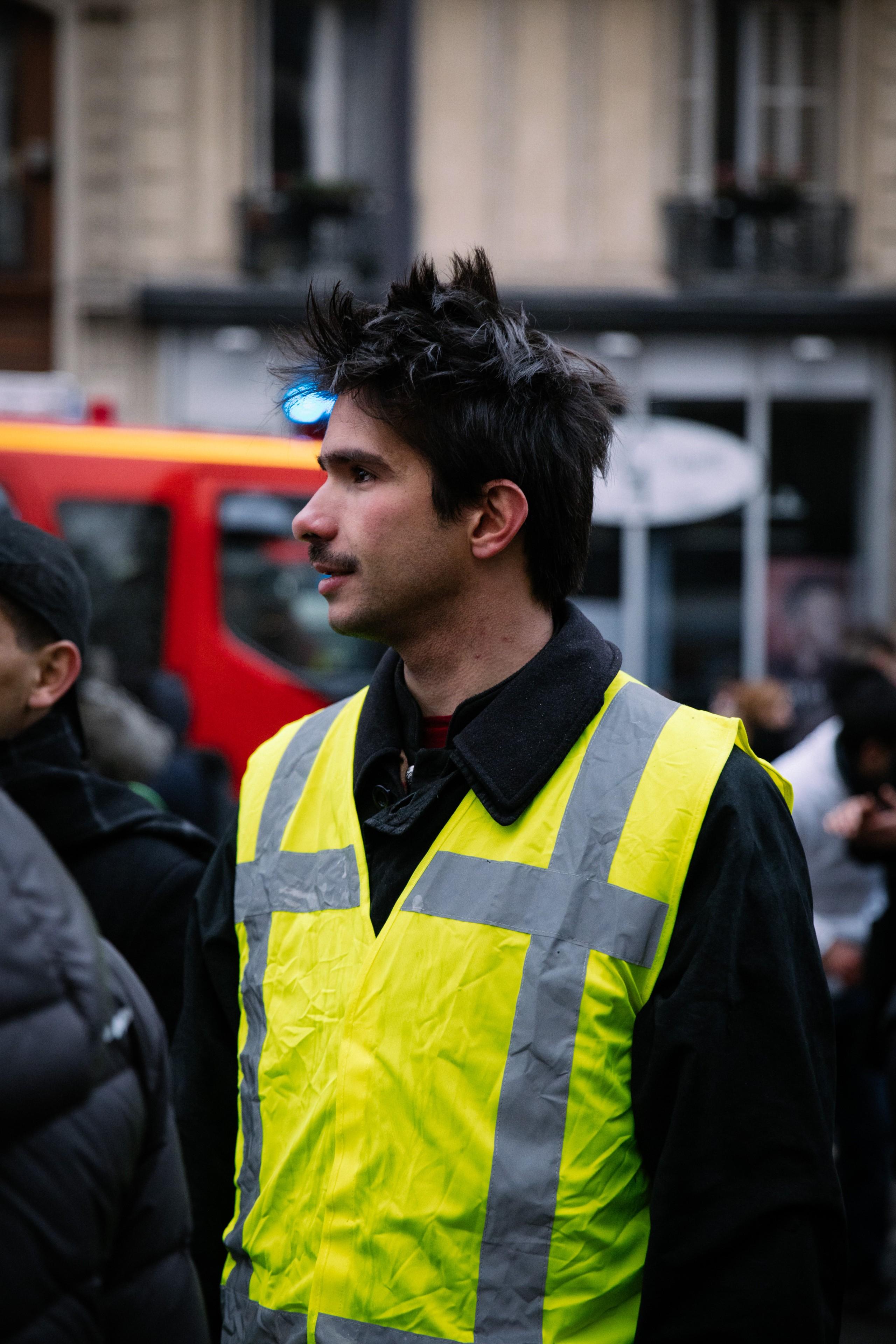 Juan Branco, dans le cortège de la manifestation contre la réforme des retraites, Paris, 5 décembre 2019. © Marie Magnin/ Hans Lucas/ AFP