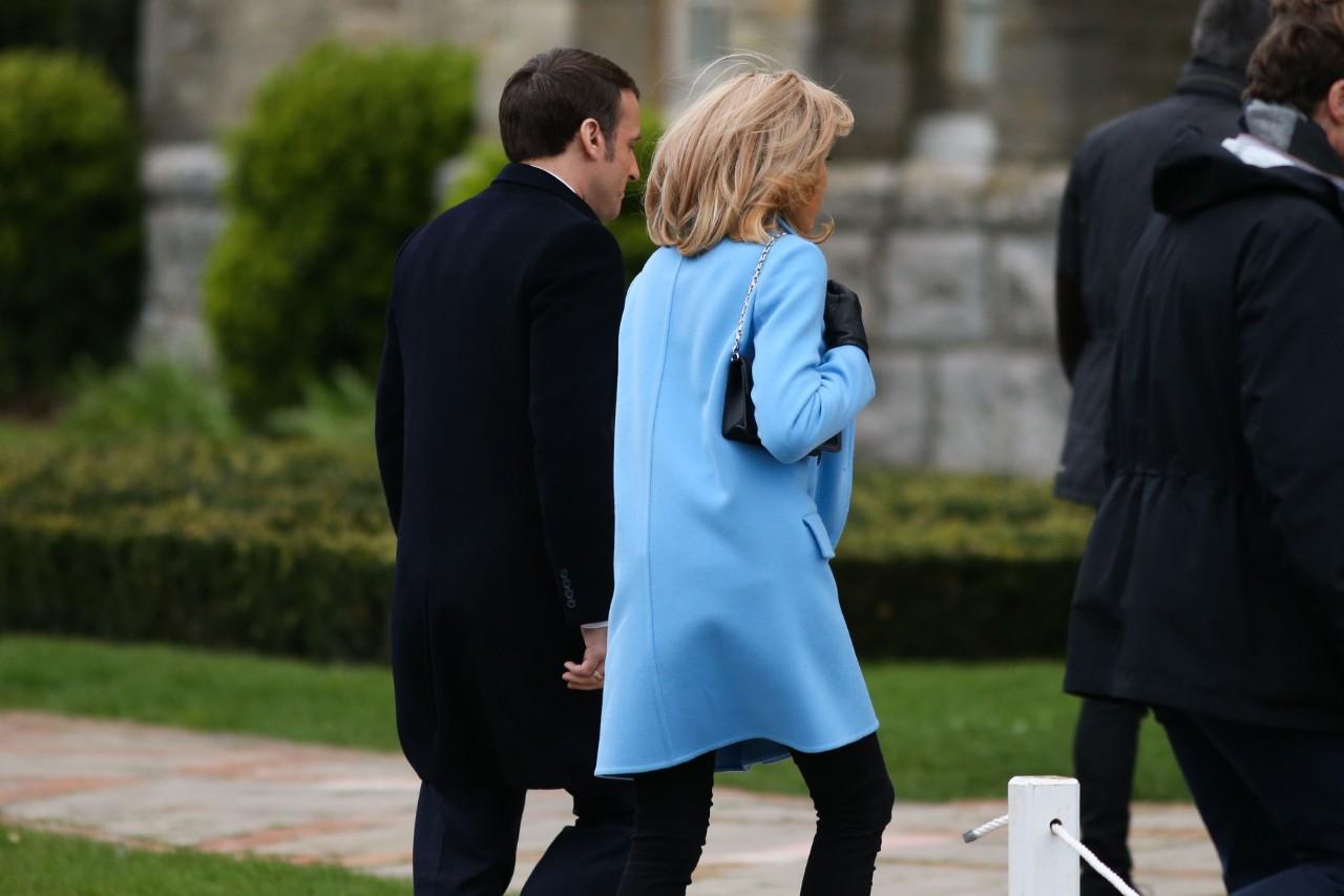 Emmanuel Macron et sa femme vont voter au Touquet, hier. © Maxime Le Pihif/SIPA Numéro de reportage: 00950012_000003