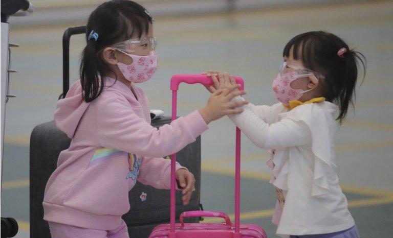 """Le port du masque """"à la hongkongaise"""" comme alternative au confinement"""