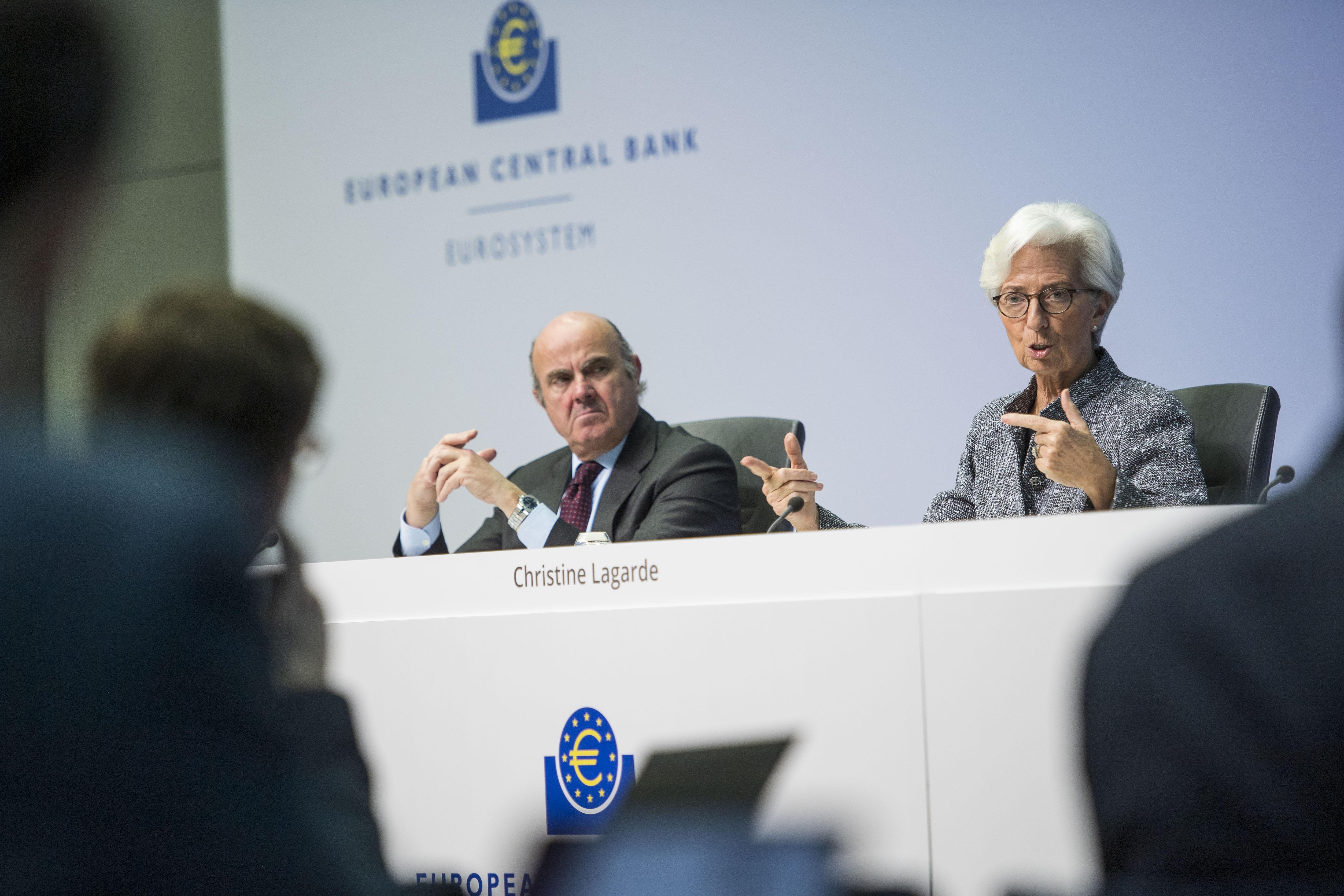 Christine Lagarde, présidente de la BCE, et Luis de Guindos, son viceprésident, lors d'une conférence de presse à Francfort, 12 mars 2020 : « Le choc économique sera majeur. » © Thomas Lohnes/Getty Images