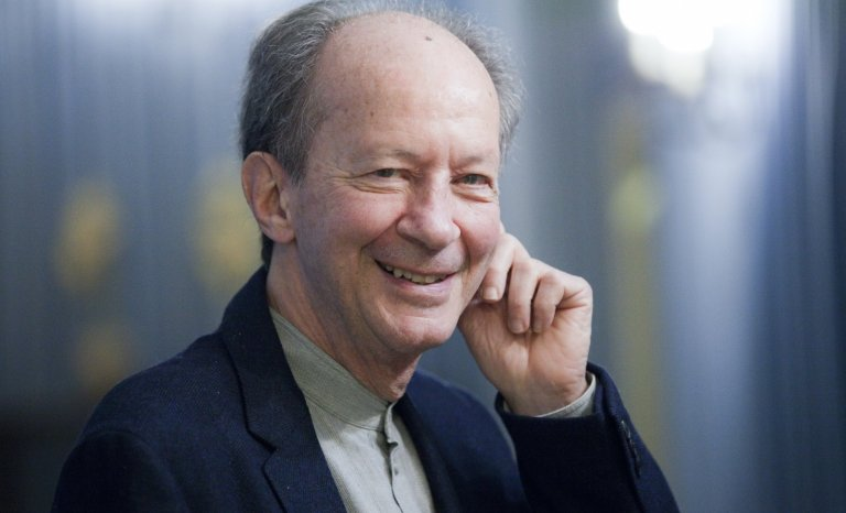 """Alain Finkielkraut: """"Jamais tant de féroces inepties n'ont été proférées sous le drapeau de la liberté d'expression"""""""