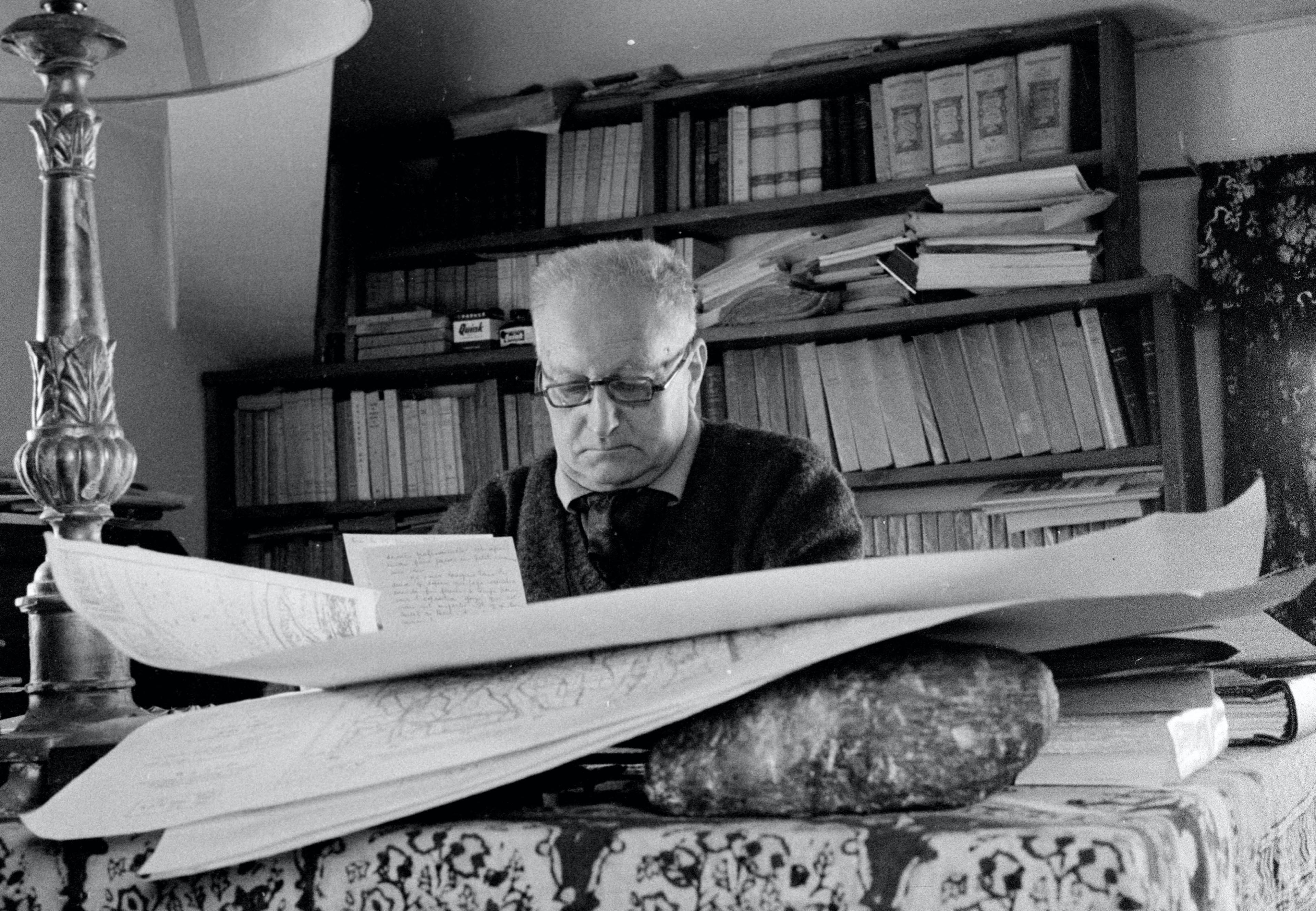 Jean Giono dans sa maison (1962) © Michele Brabo/ Opale
