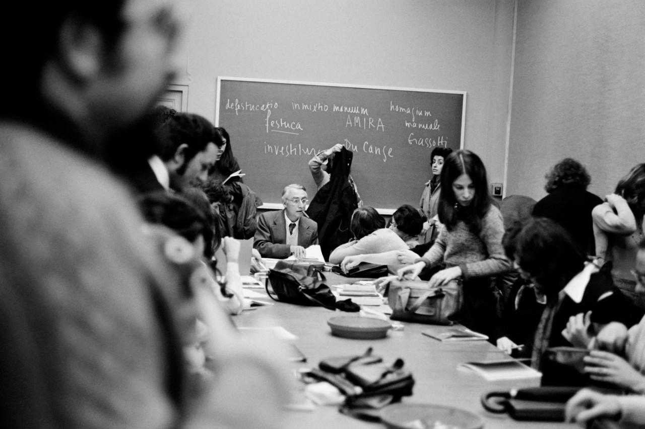 Roland Barthes au Collège de France, 1975. Photo: AFP / Michèle Bancilhon