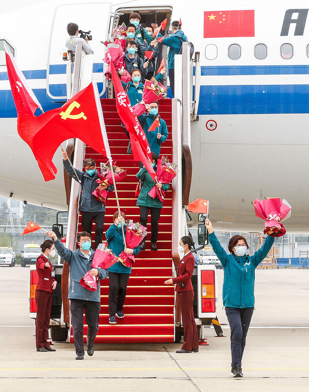 Retour à Pékin d'une équipe d'assistance médicale envoyée dans la province de Hubei d'où est partie la pandémie de Covid-19, 15 avril 2020. © Xinhua / Zhang Yuwei / AFP