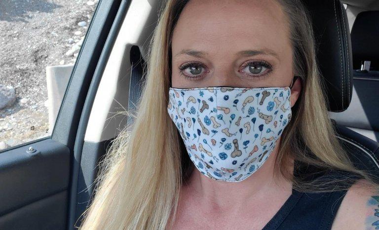 Les masques grivois d'une entrepreneuse enfiévrée…
