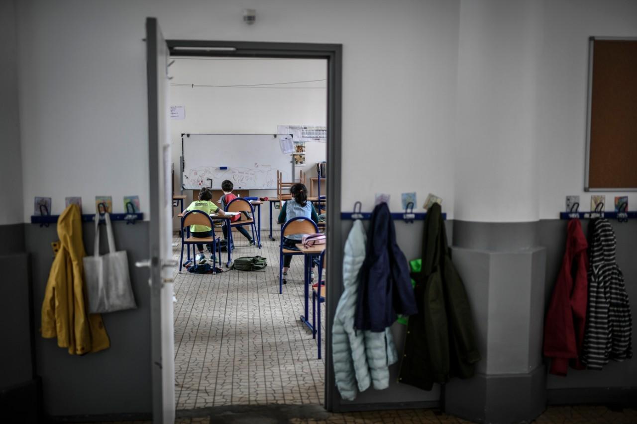 Des enfants d'infirmiers et de médecins sont accueillis à l'école privée Saint-Pierre-Fourier, Paris, 30 avril 2020 Photo: Stéphane de Sakutin / AFP