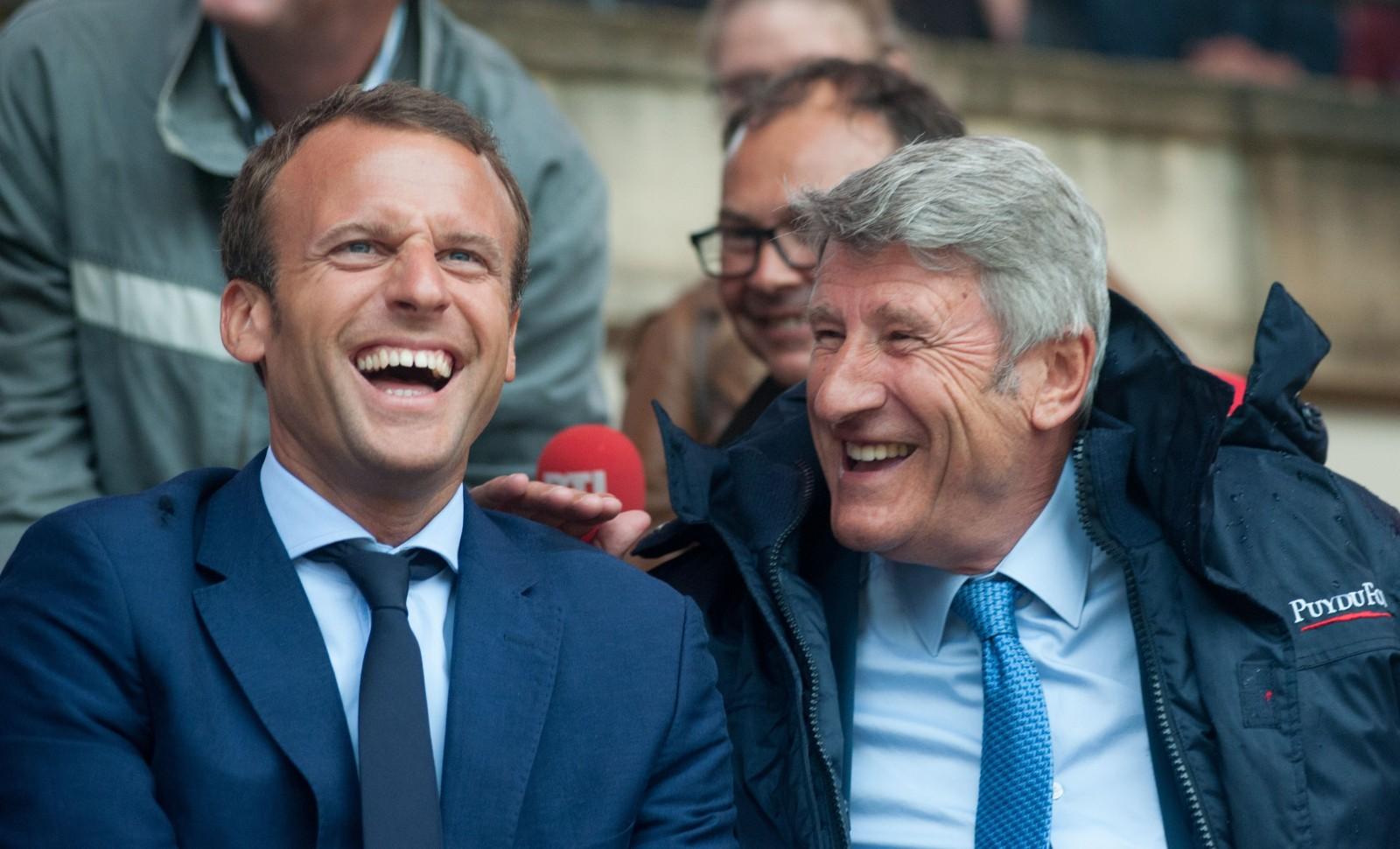 Emmanuel Macron et Philippe de Villiers au Puy du Fou en août 2016 © SEBASTIEN SALOM-GOMIS/SIPA Numéro de reportage: 00768589_000004