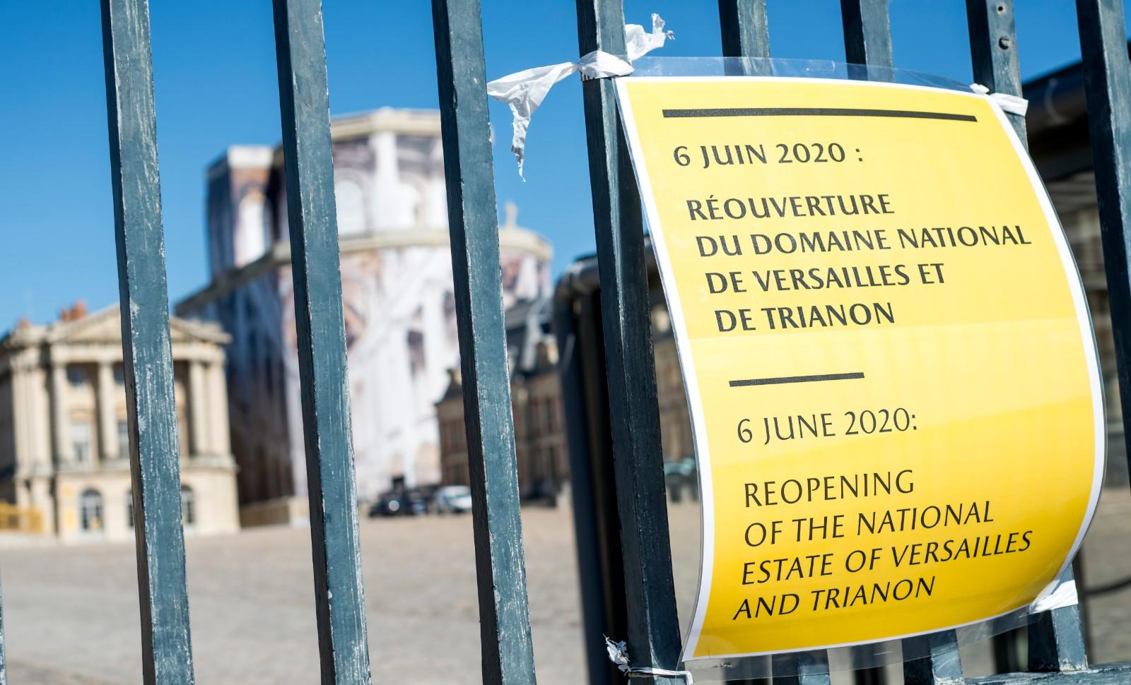 Pancarte indiquant la réouverture du château le 6 juin. © Hannah Assouline
