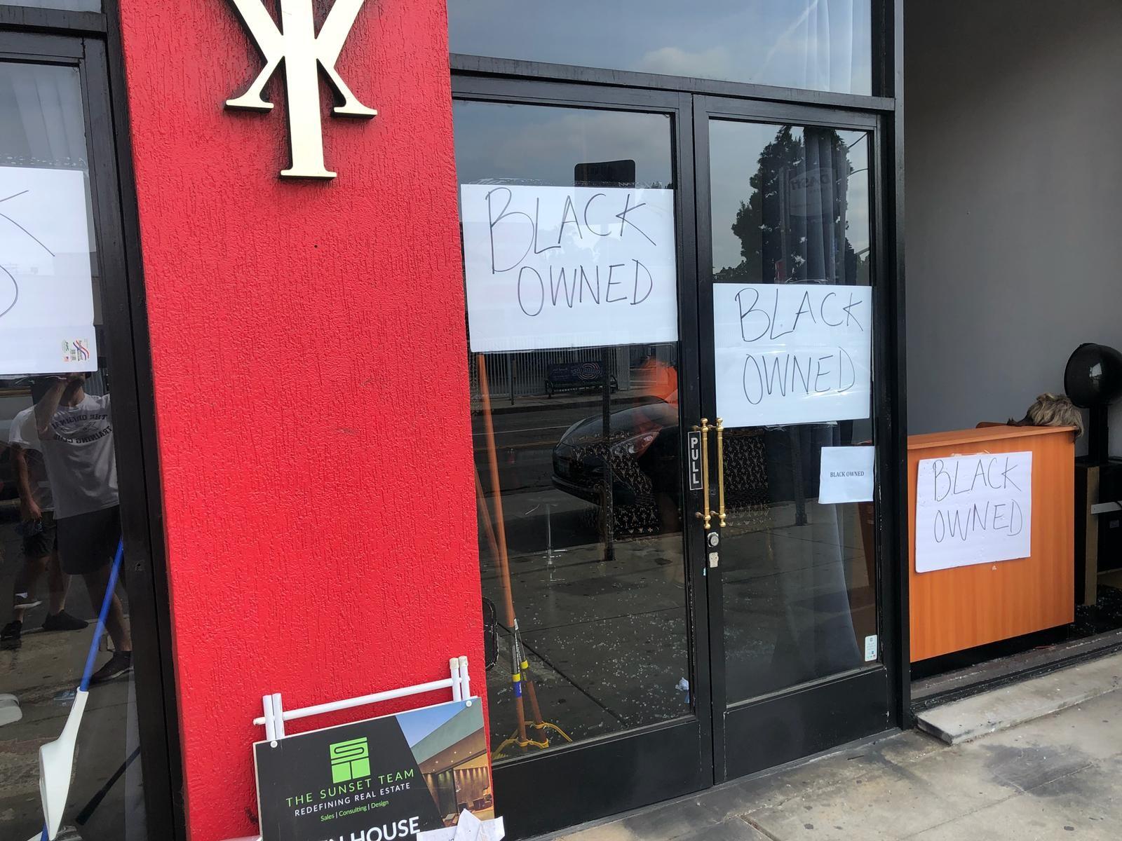 """""""Propriété d'un noir"""", tag à West Hollywood (Los Angeles). © Grégory Blanc"""
