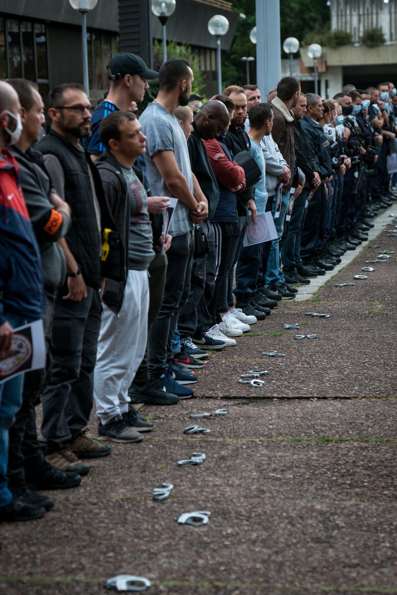 Rassemblement de policiers devant la préfecture de Bobigny (Seine-Saint-Denis), pour exprimer leur colère contre les déclarations du ministre de l'Intérieur un peu plus tôt, 11 juin 2020. © Gabrielle Cezard/Hans Lucas/AFP