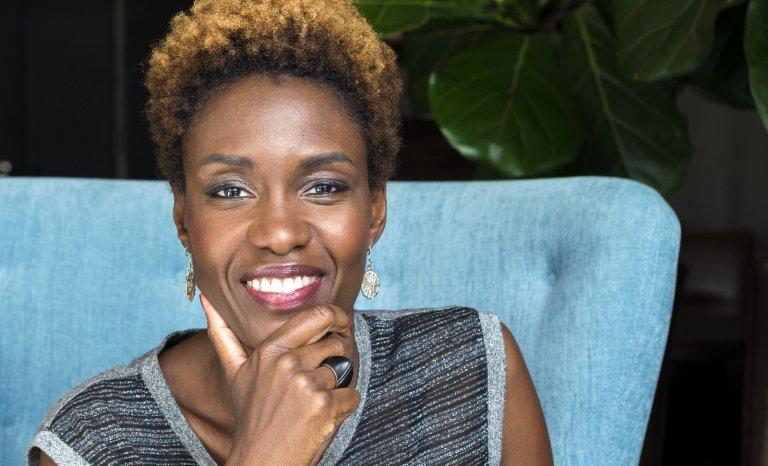 Rokhaya Diallo défile pour L'Oréal et déconstruit la Parisienne