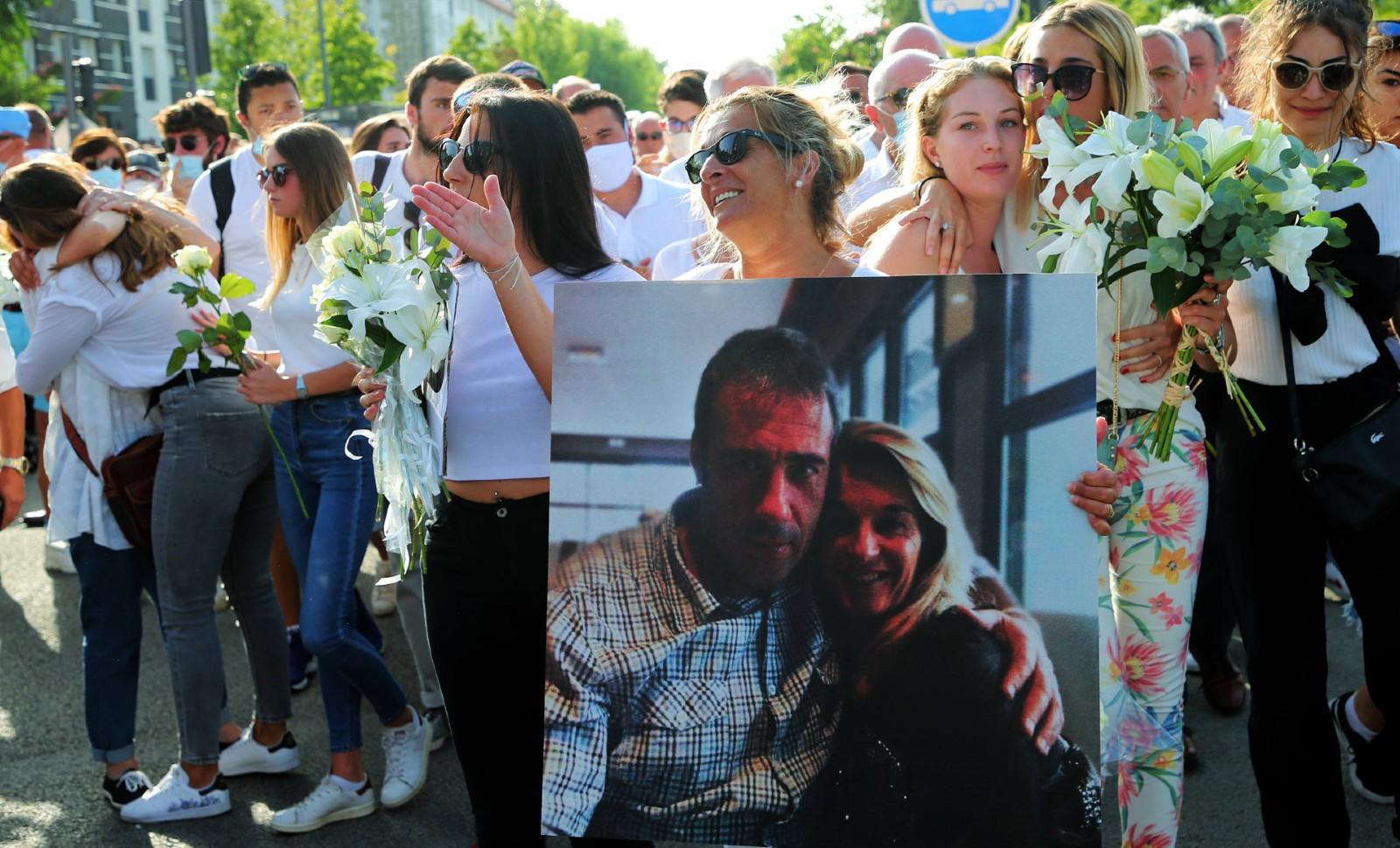 Veronique Monguillot et ses filles dans une manifestation pour Philippe, le 10 juillet 2020, à Bayonne © Bob Edme/AP/SIPA Numéro de reportage: AP22471502_000003