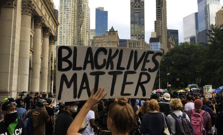 """Dorénavant, le """"New York Times"""" écrira « Black » avec une majuscule"""