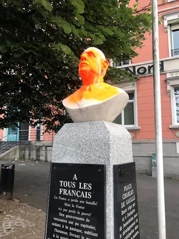 Un buste du général Charles de Gaulle vandalisé à Hautmont (Nord), 15 juin 2020 © Photo AFP