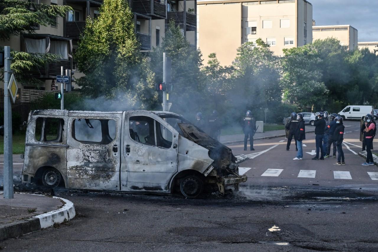 Quartier des Grésilles à Dijon, 15 juin 2020 : opération de police, après quatre journées de violences intercommunautaires sur fond de trafic de drogue. © PHILIPPE DESMAZES / AFP