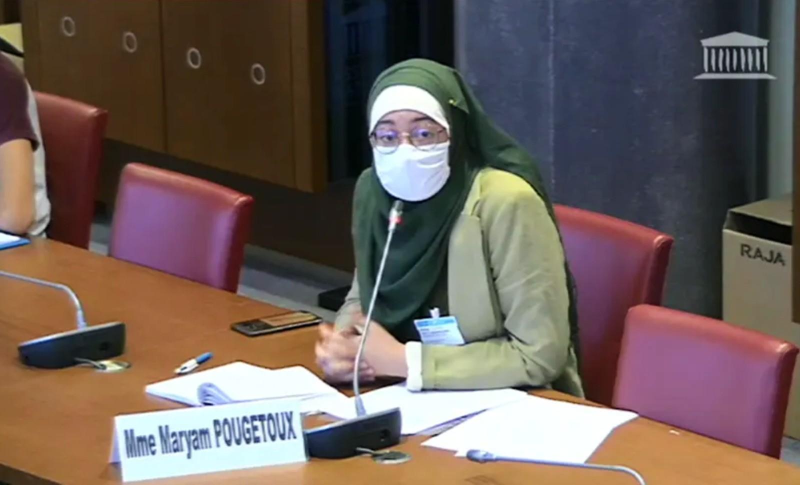 Le 17 septembre 2020, la représentante de l'UNEF Maryam Pougetoux a été autorisée à parler à l'Assemblée nationale dans un accoutrement islamiste. Image: Assemblée nationale.