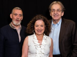 De gauche à droite, François Sureau, Elisabeth Lévy et Alain Finkielkraut. Juillet 2020. Photo: Hannah Assouline.