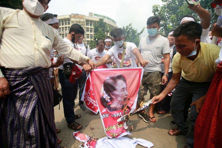 Birmanie: retour à la dictature?