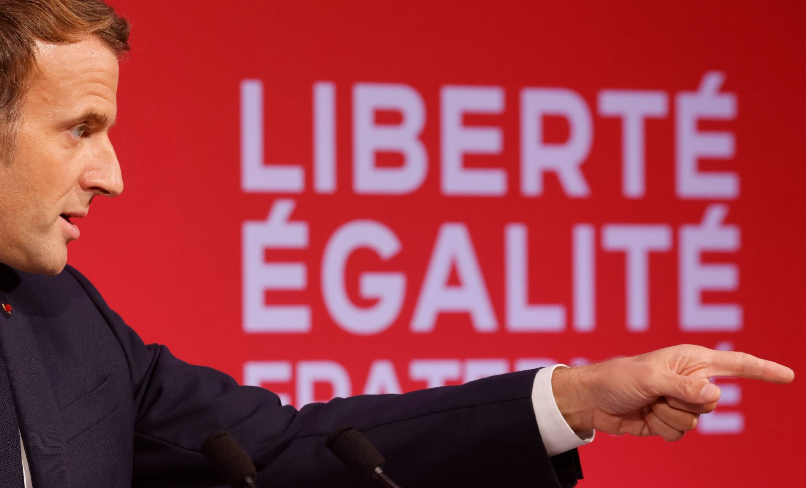 Le président Emmanuel Macron aux Mureaux le 2 octobre 2020 © Ludovic Marin/AP/SIPA Numéro de reportage: AP22499019_000005