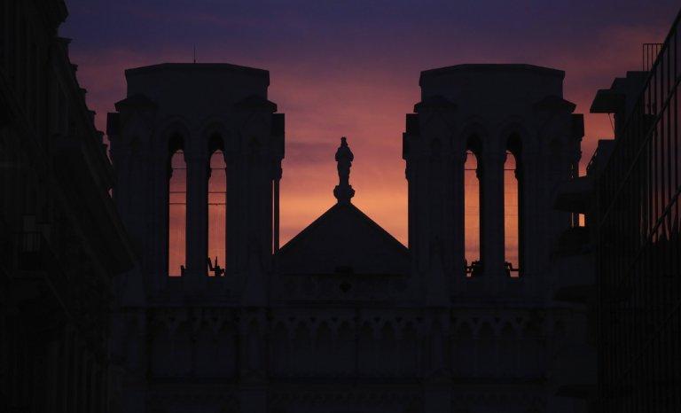 Terrorisme et Covid-19: une atmosphère de fin du monde