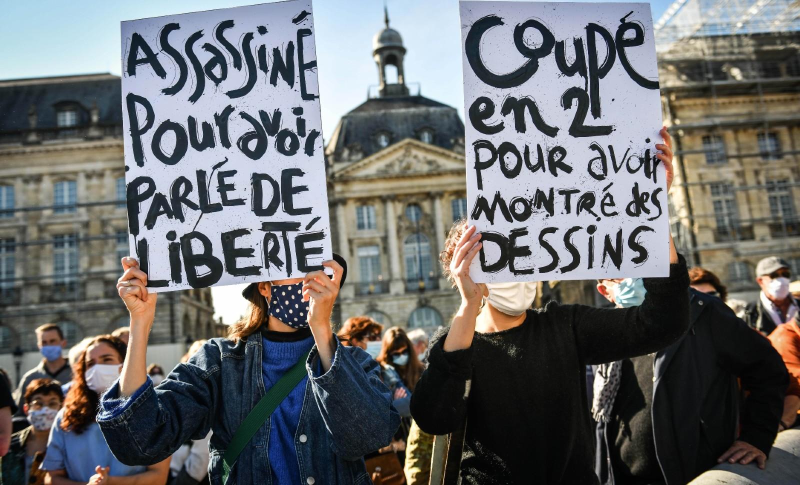Manifestation à Bordeaux le 18 octobre 2020 après l'assassinat du Samuel Paty © SIPA Numéro de reportage: 00986500_000015