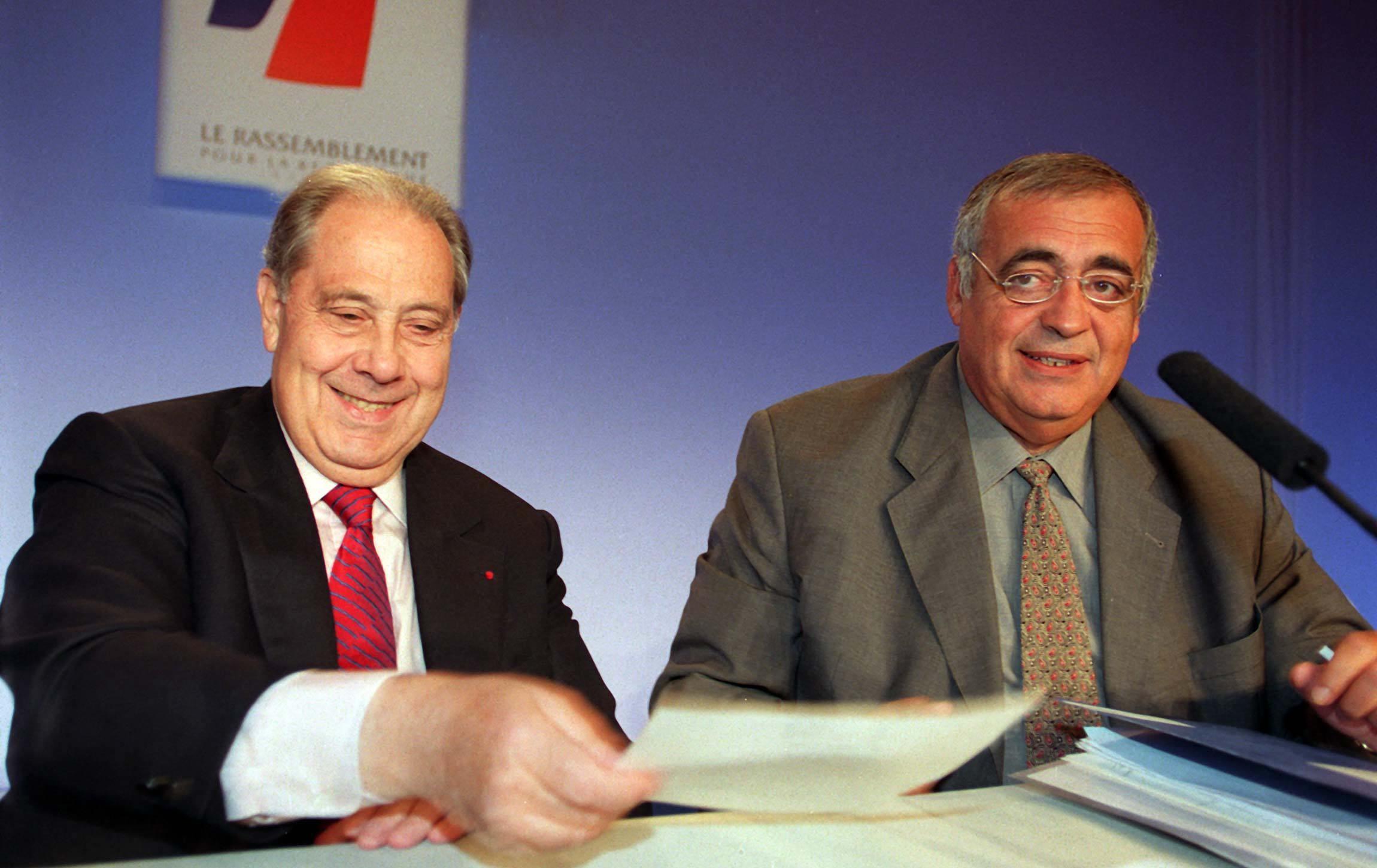Charles Pasqua et Philippe Séguin, en 1998. ©WITT/SIPA Numéro de reportage : 00347882_000002