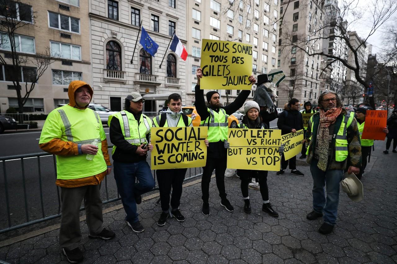 Rassemblement de Gilets jaunes devant le consulat général de France à New York, 22 décembre 2018. © Atilgan Ozdil/ Anadolu Agency/ AFP