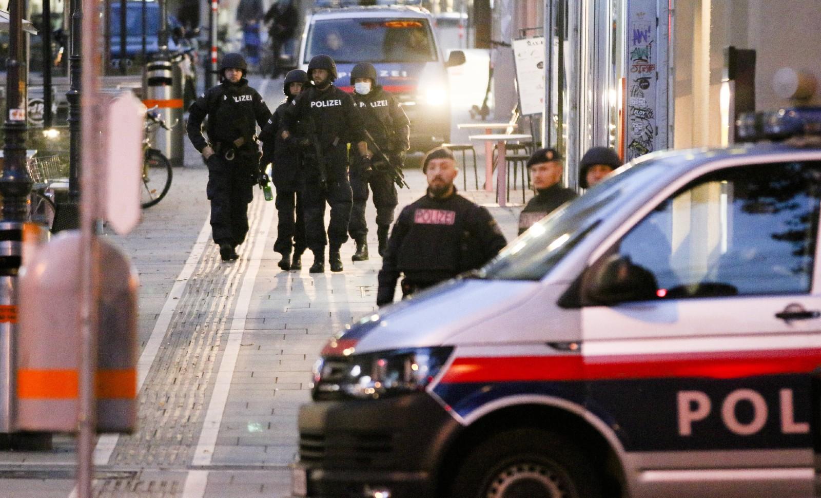 La police déployée dans Vienne au matin du 3 novembre 2020 © Ronald Zak/AP/SIPA Numéro de reportage : AP22509494_000011.