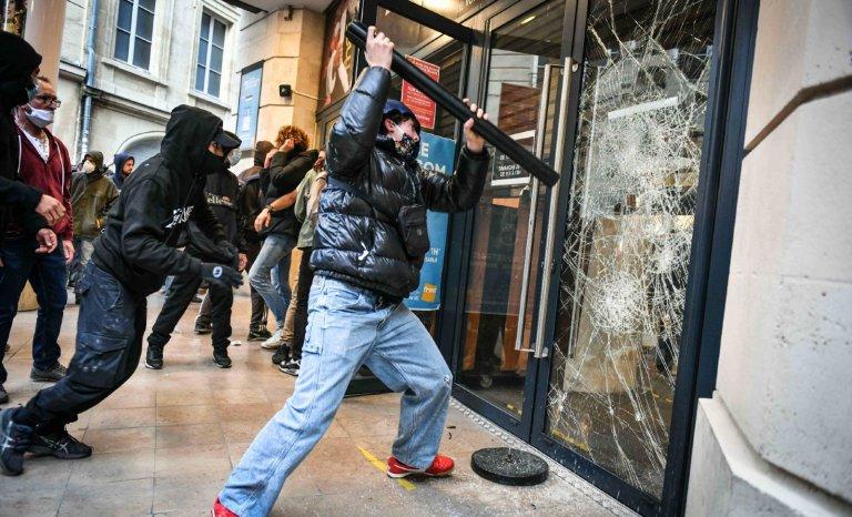Petite sociologie du manifestant black-bloc