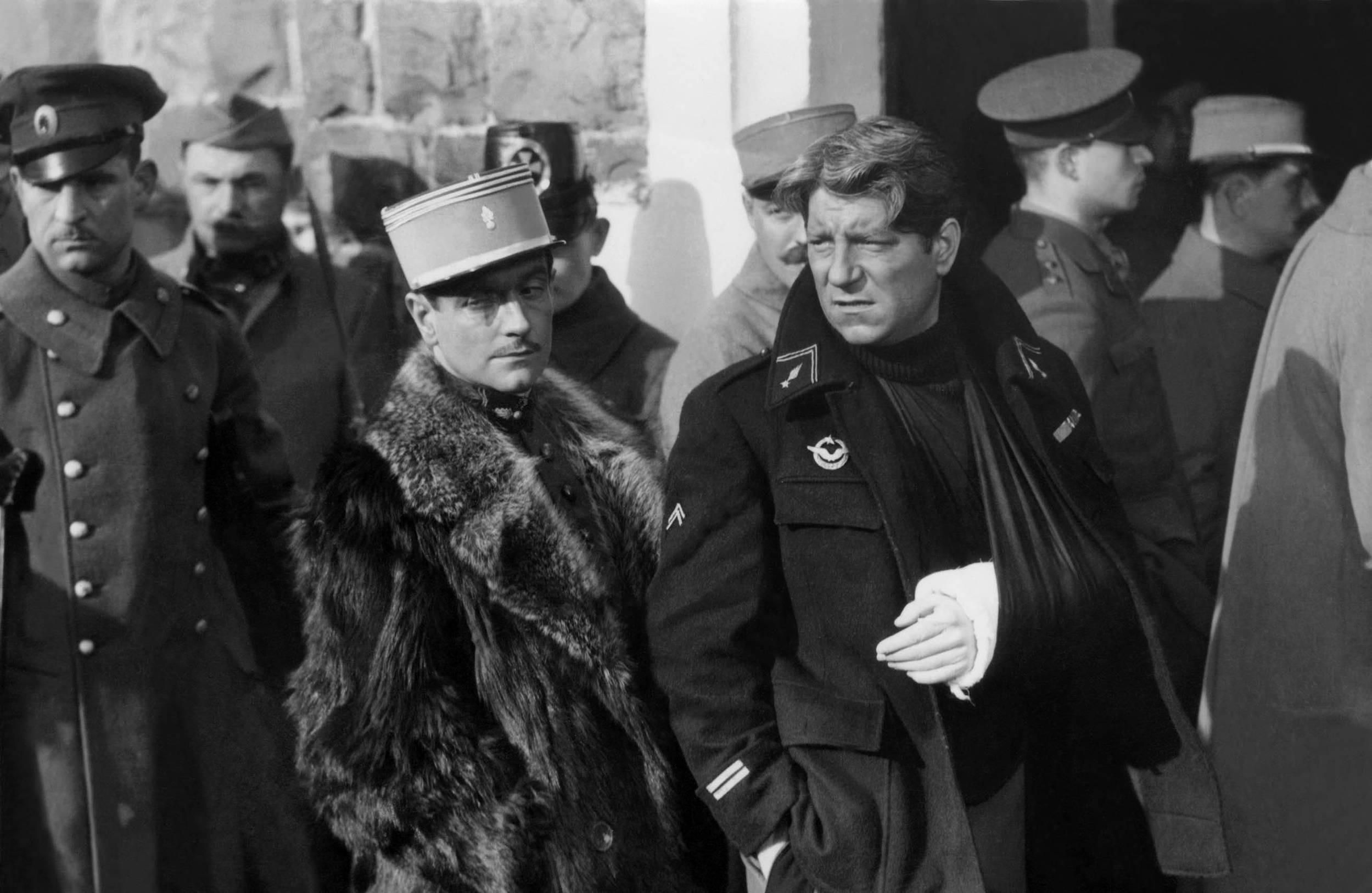 Jean Gabin (à droite), dans La Grande Illusion (1937). © MARY EVANS/SIPA Numéro de reportage : 51366613_000005