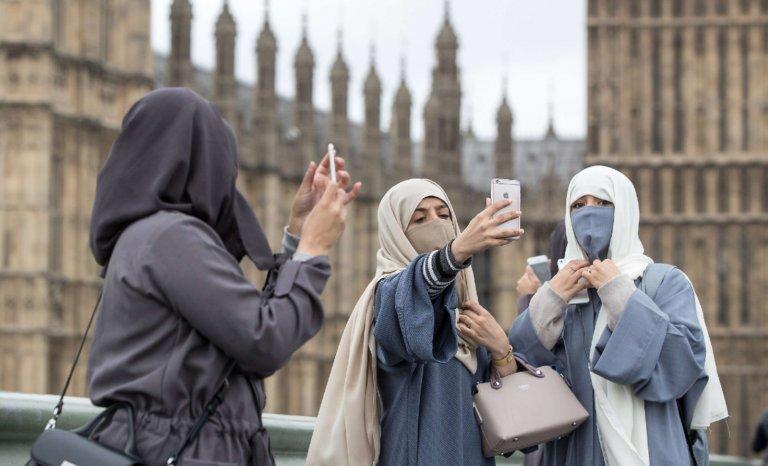 L'exil forcé des travailleuses voilées en Grande-Bretagne