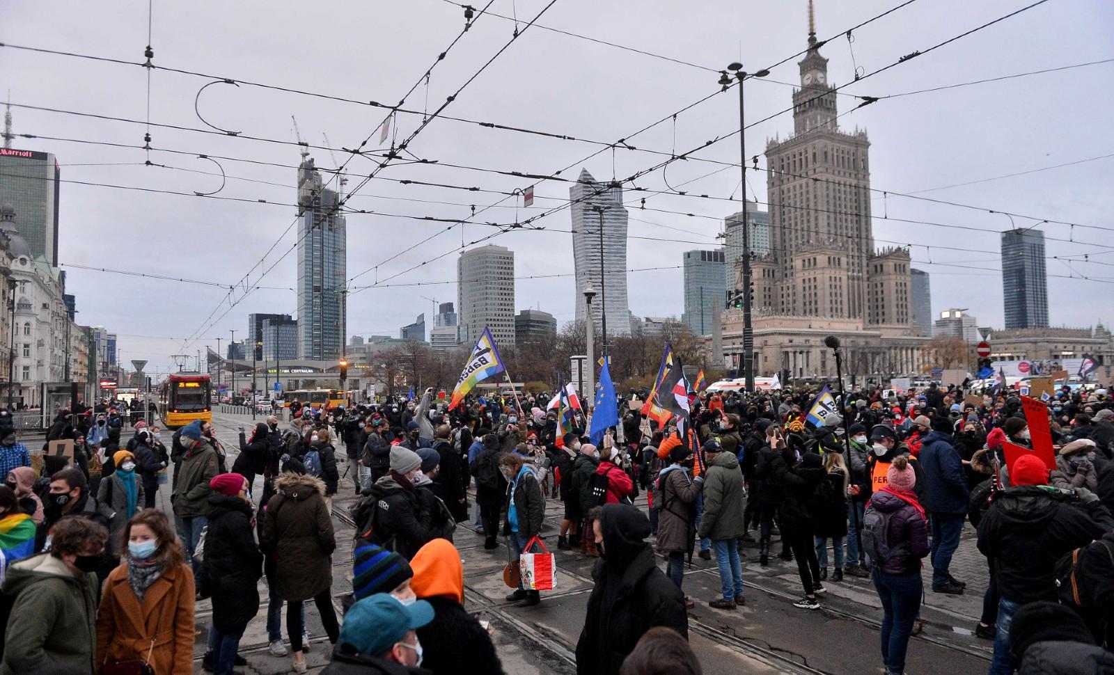 Manifestation féministe à Varsovie, le 28 novembre 2020. © Marcin Wziontek/Shutterstock/SIPA Numéro de reportage : Shutterstock40809132_000084