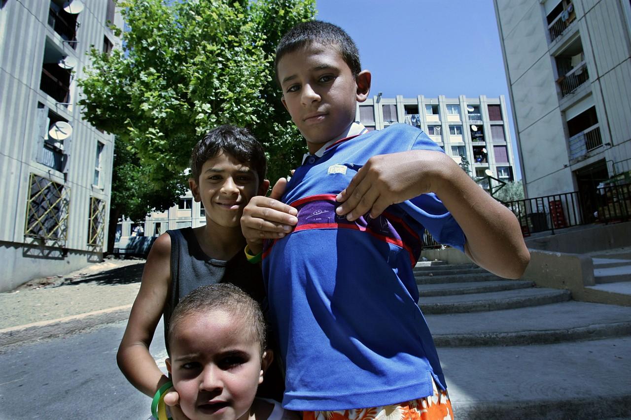 Cité de la Castellane (quartiers nord de Marseille), la veille du match de finale de la Coupe du monde de football entre la France et l'Italie, 8 juillet 2006. © Anne-Christine Poujoulat