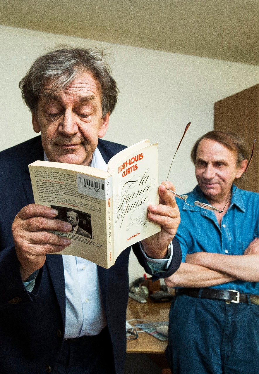 Alain Finkielkraut et Michel Houellebecq, juillet 2015. © Philippe MATSAS/Opale via Leemage.