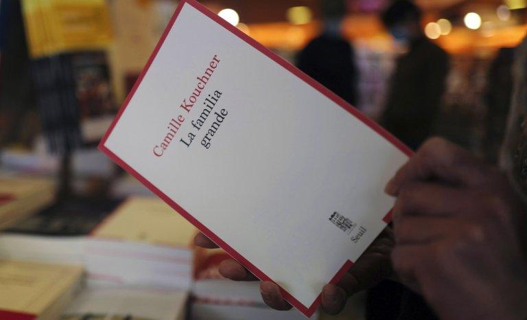 """Accessoirement, """"La familia grande"""" est (aussi) un objet littéraire, dépourvu de pathos"""