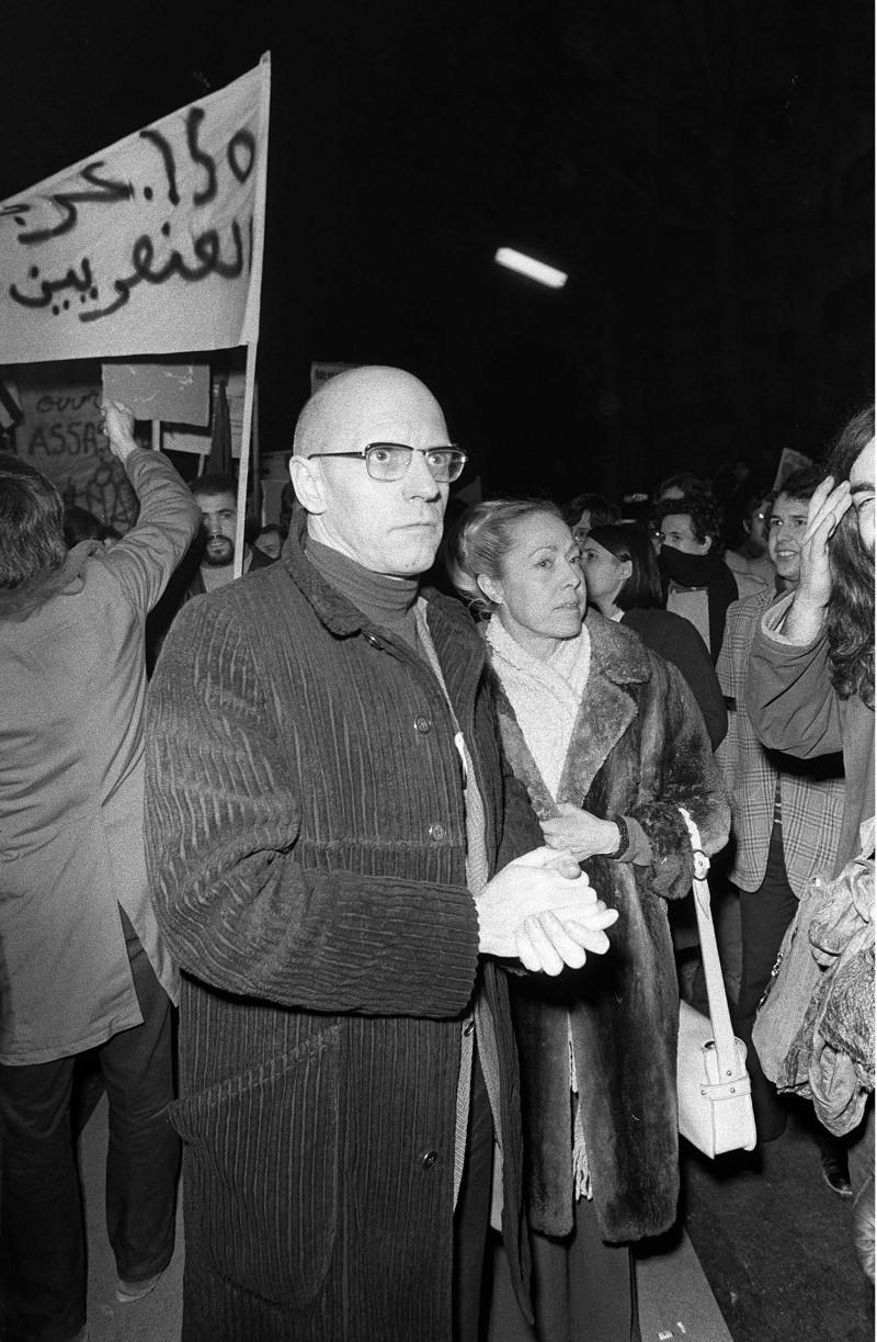 Michel Foucault aux obsèques du militant maoïste Pierre Overney, tué par un vigile de l'usine Renault de Boulogne-Billancourt, 4 mars 1972. © MARTIN XAVIER/SIPA