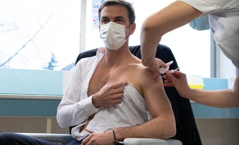 Il n'y a pas que le vaccin. Que faire des malades?