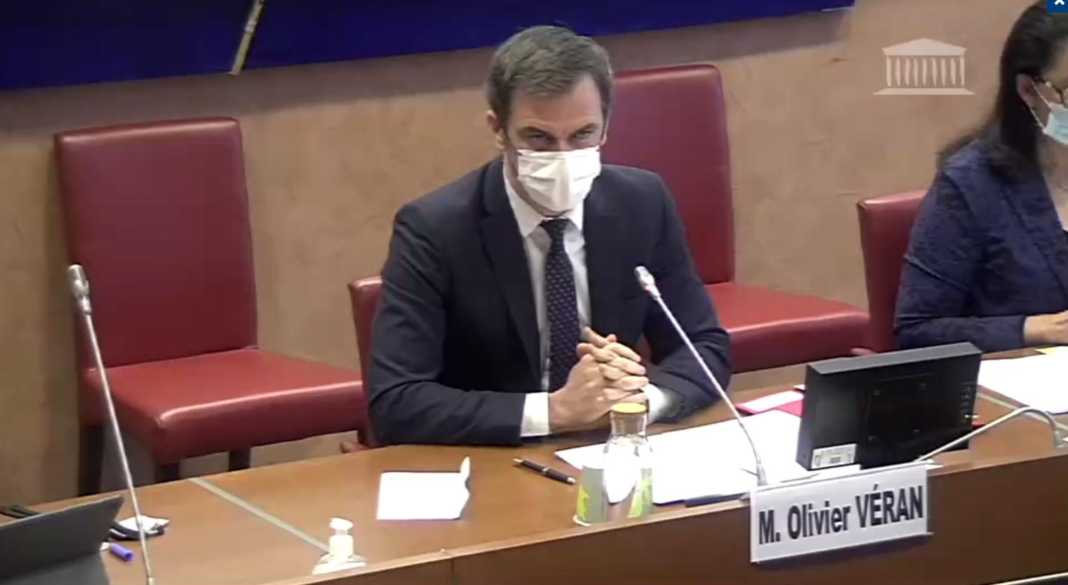 """Le 12 janvier 2021, la commission des affaires sociales de l'Assemblée nationale a auditionné Olivier Véran, ministre des Solidarités et de la Santé, sur la stratégie vaccinale contre la Covid-19. Face à l'opposition qui l'interrogeait sur McKinsey, le ministre a affirmé qu'il est """"tout à fait classique et cohérent de s'appuyer sur l'expertise du secteur privé."""" Image: D.R."""