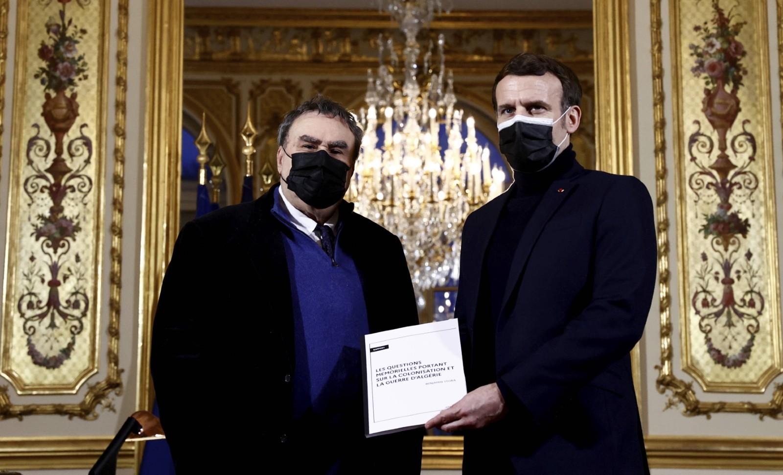 Benjamin Stora et Emmanuel Macron, janvier 2021 © Christian Hartmann/AP/SIPA Numéro de reportage : AP22544838_000001