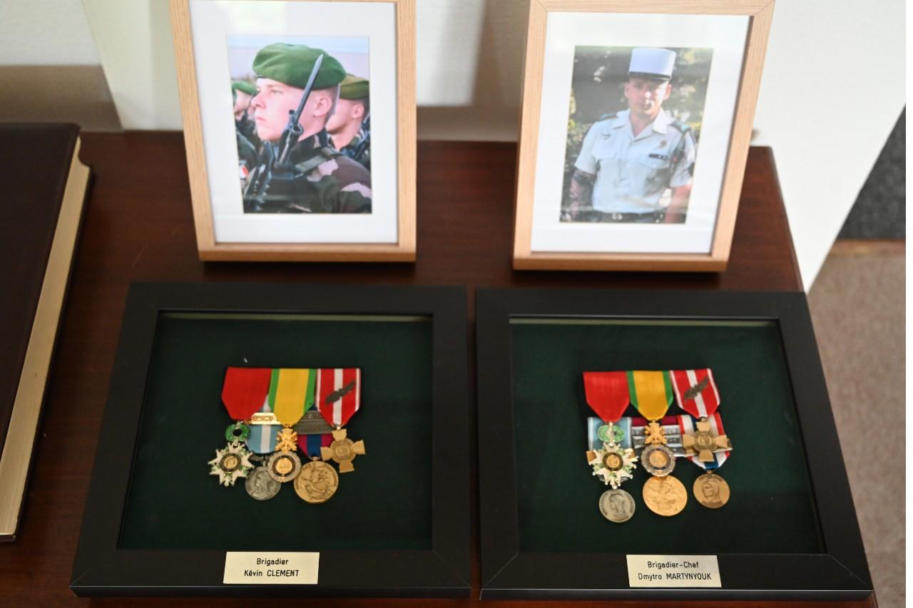 Kévin Clément et Dmytro Martynyouk ont perdu la vie au Mali. A la Légion, on ne pleure pas ses hommes, on les honore.